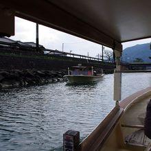 すれ違う萩八景遊覧船です。
