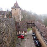 コーボルツェラー門から シュピタール門までの 城壁の上から望める ブルク門の眺めは とても素晴らしいです。
