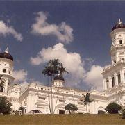 マレーシアで最も美しいモスクと言われています