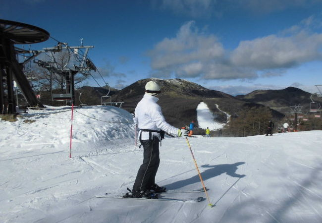 緩斜面しかない小さなスキー場ですが、コース幅が広く天気が良ければ景色も楽しめるスキー場です。