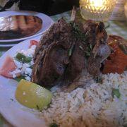 ローストラムが名物、行列もできる人気のギリシャ料理店