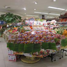 入口直ぐ横の果物