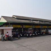 タニン市場の食堂棟
