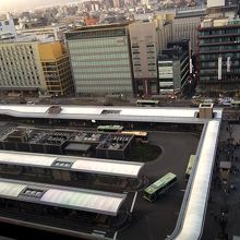 京都駅のバスターミナルを上から・・