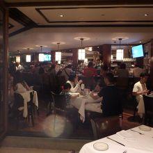 レストランの雰囲気は最高です。