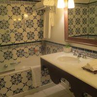 タイルがうつくしい 洗面は2個 アラブ風シャワレット付き