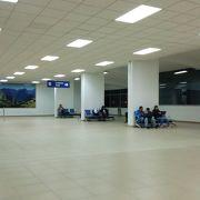 アレハンドロ ベラスコ アステテ国際空港-こじんまりした空港