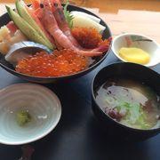 海鮮丼の具材の種類がとにかく多くて、鮮度も良くて、美味しかったです。