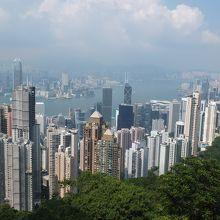 展望台の端に寄ると香港らしい景色が見られます