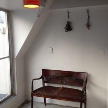 バルコニー前の椅子