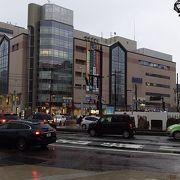 富山駅前の駅ビル