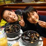 鍋いっぱいのムール貝