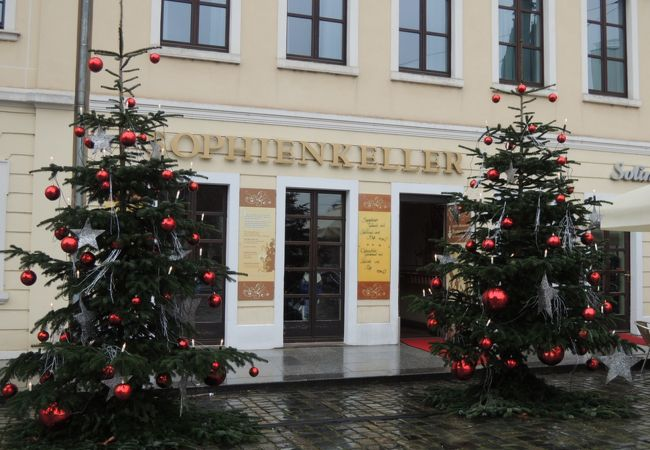 店内に大きな焼き釜がある田舎ムードたっぷりのドイツ料理レストラン