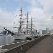 練習帆船の出航を見送ってきました。