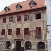 外壁の美しい装飾の建物