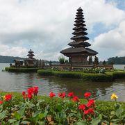 お札に描かれているブラタン湖にあるお寺