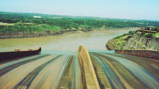イタイプダムの放水が見たい!