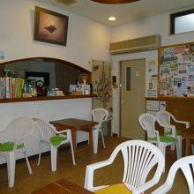 一階の受付&台所&談話スペース