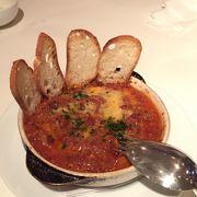 五反田のホテルにあるカジュアルなイタリアンレストラン。併設のパン屋さんも人気。