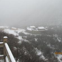上から見た雪の黄龍寺