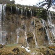 豊水期で無いので滝の水が少なく迫力に欠ける。