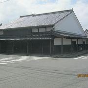江戸時代に栄えた回船問屋の建物です。