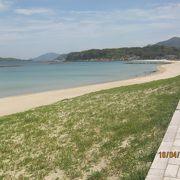 日本海に面した水がきれいなビーチです。