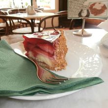 木苺のケーキです。甘さ控えめで美味しかったです。