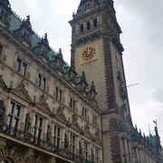 豪華な市庁舎でした。