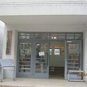 原爆の被害でも外観は残った校舎が資料館になっています。