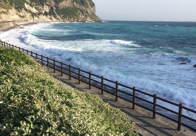 抜群の海!!式根島・神津島一望の間々下海岸