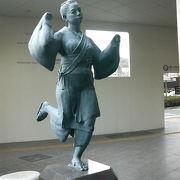 熊本民謡を踊る娘さんの像です