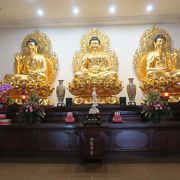 巨大な仏像が鎮座していました
