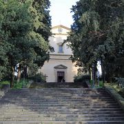 ミケランジェロが絶賛した素朴な教会