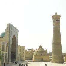 お店のテラスの最上階からカラーンモスクが見渡せる。