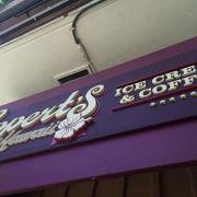 ヒルトン内にあるアイスクリーム店