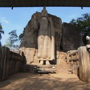 スリランカの5大仏像の一つ