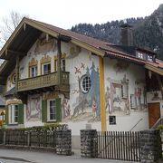 可愛らしい壁画に出会える独特の町