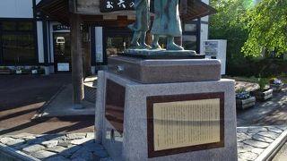 お六と桂姫の銅像