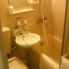 ビジネスホテルのお風呂サイズです