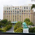 イルカがシンボルのオフィシャルホテル