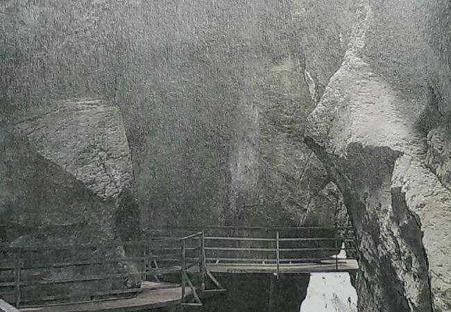 恐くなるほどすごい峡谷