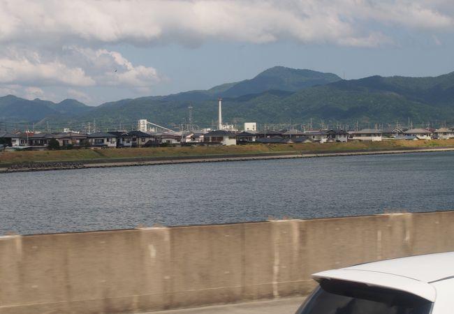 空港の北側を流れている