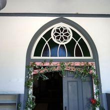 教会の門戸は地域にも観光客にも開かれていました。