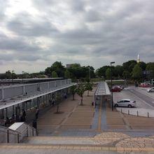 駅のロータリー とバス停