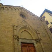 オルサンミケーレ教会の前にある教会