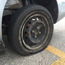 パンクしたタイヤですぞ