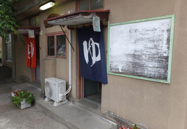飯坂温泉4湯目「大門の湯」は高台にあるレトロな建物がいい感じです。