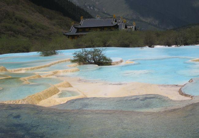 黄龍(世界遺産)の五彩池