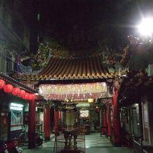 夜市近くのお寺